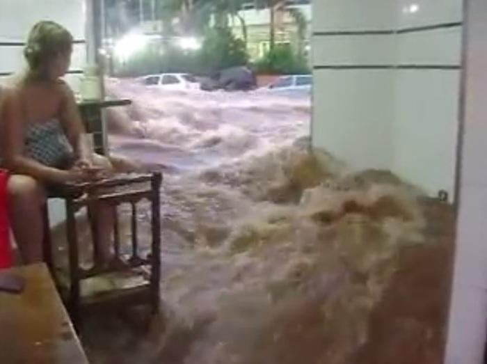 bar-inundado-em-bauru-temporal-janeiro-2017