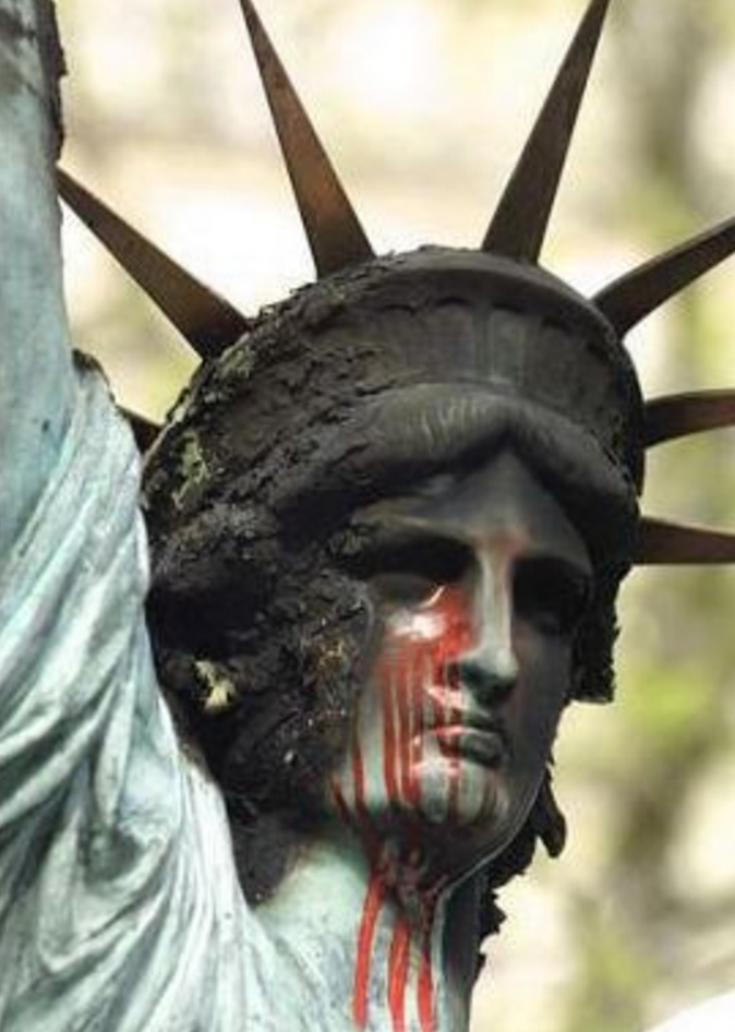 estatua-da-liberdade-sangrando