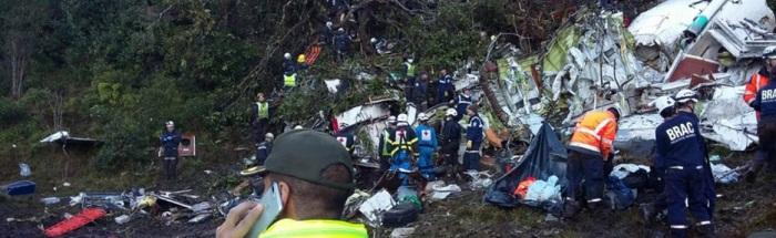Imagens mostram os destroços de aeronave que transportava delegação da Chapecoense para Medellín - Folha