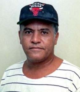tim-lopes-jornalista-brasileiro-com-bone