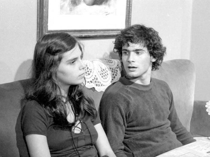 20-jul-1989-o-ator-lauro-corona-morreu-aos-32-anos-vitima-da-aids-corona-que-na-foto-acima-aparece-contracenando-com-a-atriz-lidia-brondi-em-dancin-days