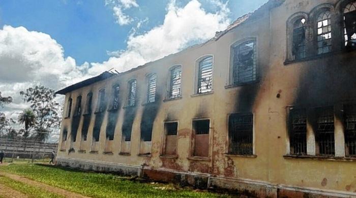 Antes de escaparem, reeducandos ainda incendiaram dois prédios da unidade