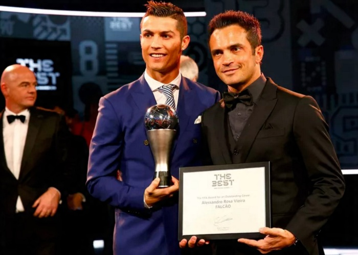 Cristiano Ronaldo e Falcão (Foto - Reuters)