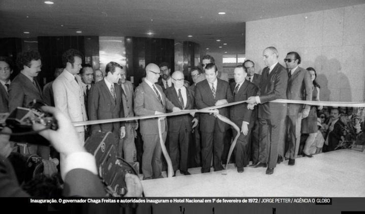 o-governador-chaga-freitas-e-autoridades-inauguram-o-hotel-nacional-em-1-de-fevereiro-de-1972
