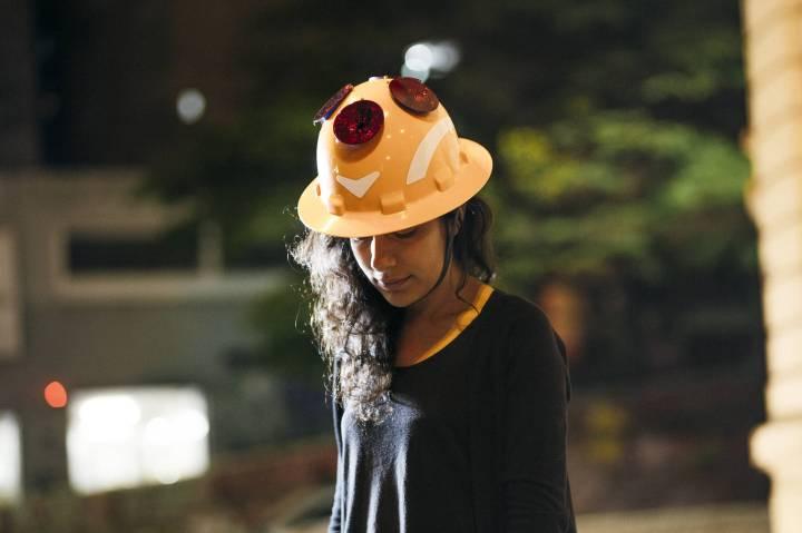 sara-lana-com-capacete