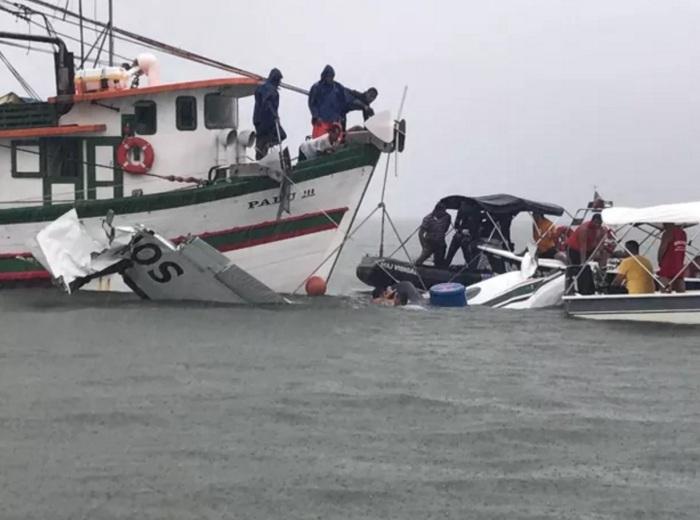 Resgate do avião que caiu no mar de Paraty, no RJ (Foto: Marcos Landim/TV Rio Sul)