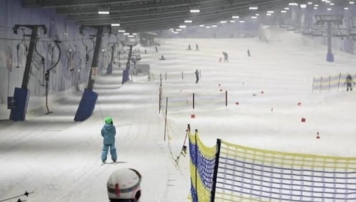 Inaugurada em 2001, a Skihalle de Neuss, no oeste da Alemanha, foi a primeira pista de esqui com neve artificial da Alemanha.