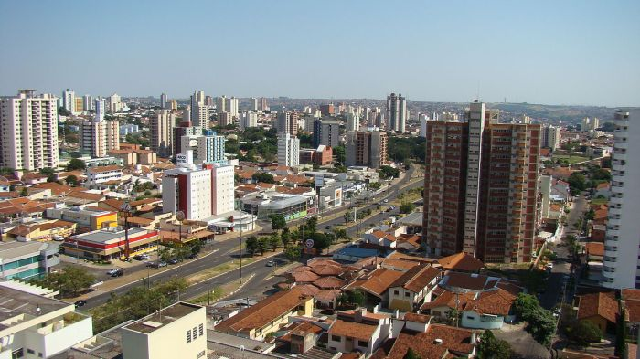 cidade de bauru - aérea da avenida nações unidas, com visão geral dos prédios, edifícios ao redor.